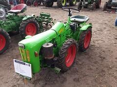 Treckertreffen im gastlichen Dorf (tiger1x) Tags: trecker trekker traktor landwirtschaft bauer ernte maschine landmaschine dorf landleben delb das gastliche