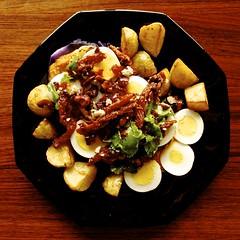 Well-balanced Veggie Meal... (Padmacara) Tags: g11 food vegetarian eggs potatoes olives sundriedtomatoes blackplate cilantro cauliflower sauce hardboiledegg redcabbage complicatedrecipe tomatosauce
