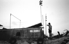 Onion Salesman (H_H_Photography) Tags: can tho vietnam cantho floatingmarkets floating market salesman onions boat mekong delta mekongdelta river blackandwhite olympus xa 35mm film analog street streetphotography travel asia
