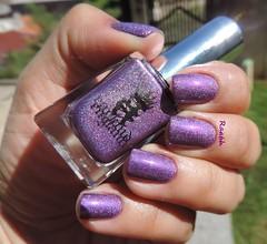 Crown of Thristles - A England (Raabh Aquino) Tags: unhas esmalte roxo hologrfico nails nailpolish naillacquer purple holographic