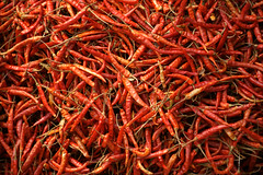 Red Hot Chili Peppers (*Kicki*) Tags: redhotchilipeppers myanmar burma market marketday inlelake inlaylake inlay inle shanstate red hot chili peppers fruit food display forsale strong pattern
