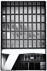 IMGP9346fx (hans hoeben) Tags: amsterdambuilding amsterdamholland city amsterdam building center pentax k5 black white tamron af28300mm f3563 ld asphericalifmacro car grille shell adam former