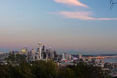 Seattle: Kerry Park II (Jojo Septantesix) Tags: seattle kerry park downtown cityscape sunset mount rainier outdoor skyline sky cloud kerrypark