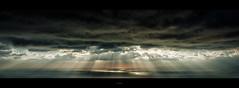 Momenti_importanti (Danilo Mazzanti) Tags: danilo danilomazzanti mazzanti wwwdanilomazzantiit fotografia foto fotografo photos photography raggisolari paesaggio landscape nubi sole tramonto mare