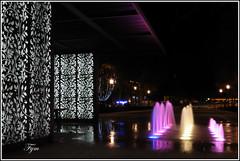 Couleurs nocturnes (Photofym) Tags: nuit pose longue jet deau dcor urbain