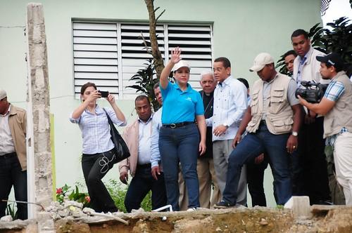 """Margarita Cedeño inspecciona junto al senador de la provincia Espaillat ,  José Rafael Vargas, los daños causados por la crecida del río Moca, en Los López. • <a style=""""font-size:0.8em;"""" href=""""http://www.flickr.com/photos/91359360@N06/30809745173/"""" target=""""_blank"""">View on Flickr</a>"""