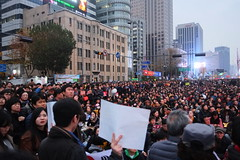 """Seoul Korea Kwanghwamun candle rally Saturday November 19 calling for presidents outster - """"Staging a Late-day Rally"""" (moreska) Tags: seoul korea kwanghwamun rally protest november 19 democracy crowd huge massive hoard unstaged street urban socialchange currentevents politics signs placards afternoon outdoor highiso cityscape rok asia"""