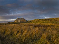Bleak moorland house. (foto.pro) Tags: wales snowdonia national park ysbyty ifan moorland desolate sky weathere