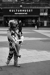 Balloon Man (Christian Lonn) Tags: sonya6000 stockholm blackandwhite street