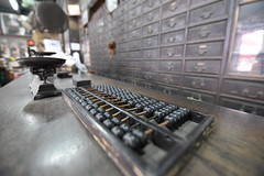 Nikon D750 & Tamron SP 15-30mm F/2.8 (Jojorei) Tags: abacus abakus rechenmaschine calculator tamron apotheke pharmacy alt old wage scale tamronsp1530mmf28