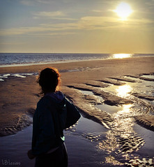 Lilac breeze. (lblozano) Tags: sunset espaa woman sol beach water girl spain agua huelva playa andalucia puesta mazagn