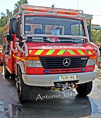 BUL-27 (AntonioJ080) Tags: urbana bomba consorcio emergency firefighter 112 bomberos pompier mlaga nerja provincial emergencia 085 bul rescate 080 vehculo retn ligera cpbm