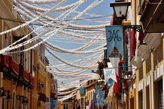 Guirnaldas de la calle Parras (Retratista de paisajes y paisanajes) Tags: españa sevilla andalucia banderolas guirnaldas mantones virgenesperanzamacarena calleparras