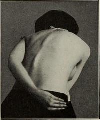 Anglų lietuvių žodynas. Žodis masseurs reiškia masažuokliai lietuviškai.