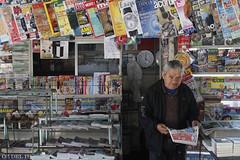 Retrato (casimiro.monica) Tags: man paper persona retrato revista cordoba hombre venta diarios negocio contexto