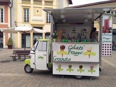Rullino foto-1290 (retailfood.it) Tags: food fashion retail icecream gelato ape kiosk brand outlet piaggio gelati apecar geto mcarthurglen chiosco ristorazione designeroutlet serravalle luxory serravallescrivia
