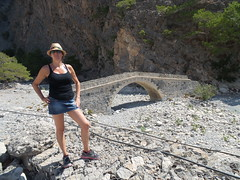 An old bridge on Samaria river ,  200 mts before Agia Roumeli beach. (hantomax) Tags: bridge greece grecia crete agia roumeli agiaroumeli agiosroumeli turkiscastle