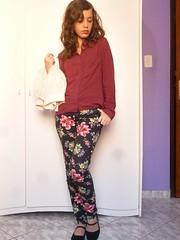 P1210602 (SuzanaSantos97) Tags: floral dark burgundy looks estampa calça sweter suéter