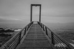 (ConNuestrasManos) Tags: chile white black blanco gris valparaiso mar angle y negro wide bn paseo v gran angular region baron simetria weelwright