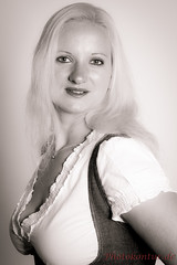 IMG-7649-klassisches Portraitfoto aus dem Studio Hannover (Photokontur) Tags: portrait black studio blackwhite fotograf fotografie andrea fineart blond highkey dube feminin 2014 sinnlich klassisch individuell inspirierend ausdrucksstark modelkartei 140613 photokontur photokonturde fotoundateliergemeinschafthannover