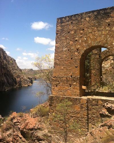 Um tesouro bem aqui do lado 🍂🌼🌵☀️ #canyon #riosãofrancisco #river #ruins #sertão #alagoas #delmirogouveia #caminhosdosaofrancisco