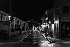 Errante (Bho Fotografia) Tags: people streetphotography streetpassionaward nikonflickraward nikond3100 night noche ayacucho peru huamanga bnw blancoynegro blackandwhite