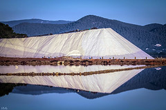 Reflejo de la montaa de sal  - Mirroring mountain salt (ibzsierra) Tags: mirroring mountain salt sal montaa reflejo refelction salinas ibiza eivissa balearees canon 7d 270200 is usm