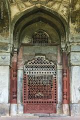 DSC5594 Tumba de Masnad Ali Isa Khan (ventana en el corredor que hay alrededor del edificio), 1547-48,  Delhi (Ramón Muñoz - ARTE) Tags: delhi india mausoleo tumba de masnad ali isa khan