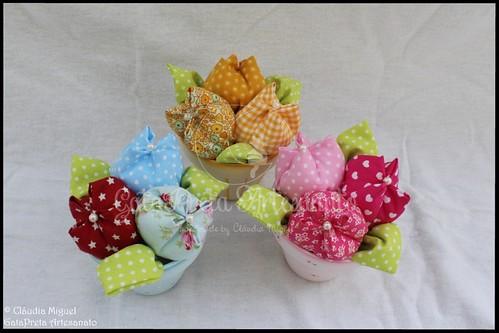 Vasinhos de flores