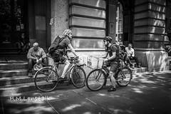 HML05728 (H.M.Lentalk) Tags: leica m typ 240 summilux summiluxm 28mm 28 f14 14 114 11428 oz aussie australia australian street sydney black white people urban life city asph bike