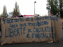 face au tri et  l'enfermement, face aux expulsions : libert de circulation et d'installation ! (Doubichlou14) Tags: manifestation rassemblement paris soutien solidarite immigres sans papiers migrant refugie refugee france 26 11 2016 antifascist welcome bienvenue humanite humanity indymedia face au tri et  lenfermement aux expulsions liberte de circulation dinstallation fight club politic society protest demonstration demo political art democracy social change