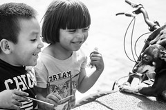 The Streets, Distrito Federal (Geraint Rowland Photography) Tags: streetphotography distritofederalmexico mexicocity cdmx candidchildphotography dog blackdog puppy dogportrait joy childrenandanimals travelphotography canonphotographybygeraintrowland latinamerica zocalo streetchildren kids fun funny