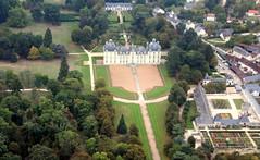 """Château de Cheverny 3 (Michel Craipeau) Tags: 2016 architecture canon château châteaudecheverny châteauxdelaloire craipeau craipeaumichel eos600d eosrebelt3i france historique michel octobre2016 sigma""""18250mmf63 ulm vueaérienne"""