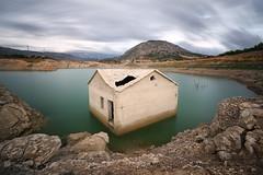 La Casa del Pantano (Explore 9-12-16) (Txeny4) Tags: pantano amadorio la vila largaexposicion agua nubes cielo haida nisi nd lucroit texturas canon 70d