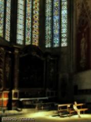 Niña en la luz (m@®©ãǿ►ðȅtǭǹȁðǿr◄©) Tags: narbona narbonne catedral catedraldenarbonne cathédralesaintjustetsaintpasteur france arquitectura niña girl olympusepl1 zuikoed14÷42mmf35÷56 marcovianna marcoviannafotógrafo m®©ãǿ►ðȅtǭǹȁðǿr◄©
