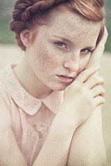 Close watch.... (unplugged - photography) Tags: woman rot girl beautiful face canon germany bayern deutschland eyes view emotion redhead freckles augen frau dslr regensburg blick haare 6d sommersprossen