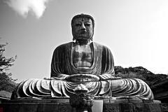 Offrandes (Ye-Zu) Tags: voyage trip travel blackandwhite bw japan temple shrine noiretblanc kamakura buddhism bouddha daibutsu japon sanctuary sanctuaire kotokuin boudhisme japon2013
