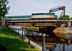 VIA 33 backing up (Michael Berry Railfan) Tags: quebec montreal via viarail peelbasin f40ph2 via33 f40ph3 via6446 sthyacinthesub