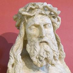 Buste du Christ crucifi (1399), Claus Sluter - Muse archologique de Dijon (21) (Yvette Gauthier) Tags: dijon 21 muse calvaire ctedor musearchologique claussluter chartreusedechampmol