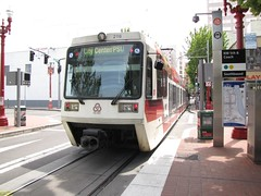1996-1998 Siemens SD600 #216 (busdude) Tags: light max siemens rail area express trimet metropolitan lrv sd600