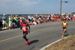 The Final Turn (Steve Bosselman) Tags: race capecod running falmouth falmouthroadrace