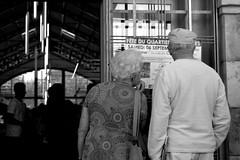Programa de festejos/The program of events (Joe Lomas) Tags: street leica urban france calle candid m8 reality streetphoto urbano francia biarritz urbanphoto realidad callejero robado robados realphoto fotourbana fotoenlacalle fotoreal photostakenwithaleica leicaphoto