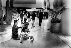 In the shopping mall (mbfirefly) Tags: vegas people love lasvegas modernarchitecture