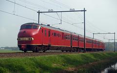 Plan U 114 (jvr440) Tags: train diesel ns plan u railways trein railroads spoor 175 jaar 114 spoorwegen drie nederlandse haarlemmerliede dmu3