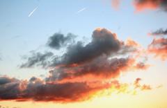 Abendhimmel im Oktober (01) (Rüdiger Stehn) Tags: himmel wolken 2000er 2000s 2016 europa mitteleuropa deutschland germany norddeutschland schleswigholstein altenholz abend abendstimmung sonnenuntergang abendrot canoneos550d rüdigerstehn altenholzstift fenster4stockaltenholzstift