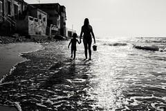 Passeggiata al tramonto (Luca Maresca) Tags: estate estate2016 federico mare sanmenaio silhouette sole spiaggia blackandwhite bw tramonto riva passeggiata mamma figlio mother son sunset