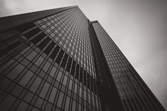 Frankfurter Bankenviertel V (Schermannski) Tags: frankfurt hochhaus skyscraper