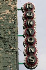 Runyon's (Rick & Bart) Tags: minneapolis minnesota mpls usa city urban downtown rickvink rickbart canon eos70d restaurant pub sign runyons