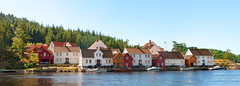 Charming houses panorama (SLpixeLS) Tags: norway norvge route460 village fjord house maison boat bateau colorful color panorama photomerge