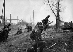 #German soldiers attacking the Red October factory in Stalingrad, October 1942 [3103x2214] #history #retro #vintage #dh #HistoryPorn http://ift.tt/2fA7PfQ (Histolines) Tags: histolines history timeline retro vinatage german soldiers attacking red october factory stalingrad 1942 3103x2214 vintage dh historyporn httpifttt2fa7pfq